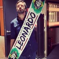 Un énorme merci à Julien Cazarre pour sa photo avec sa nouvelle echarpe Leonardo !! 🔴🔵👊 @rmc_sport . #psg #paname #Paris #supporters #leo #Leonardo #echarpe #lutecity